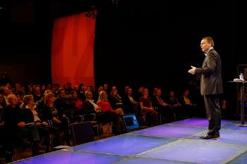 """Georg Wawschinek: """"Sie können noch so authentisch sein – wenn Sie Ihr Publikum mit vollgeschriebenen PowerPoint-Folien in den Schlaf lullen, hilft Ihnen das jedoch auch nicht mehr."""""""